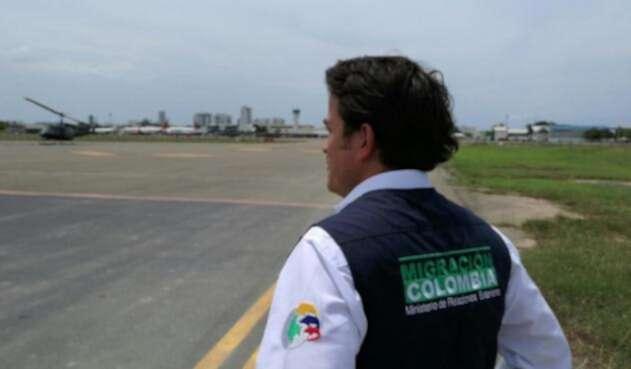 MigracionColombiaFuncionarioRefCOLPRENSA.jpg