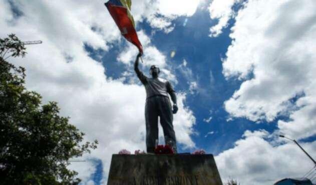 MonumentoJaimeGarzónBogotáCOLPRENSA1.jpg