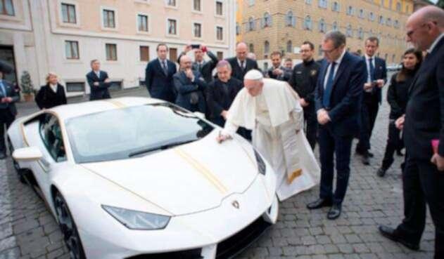 Papa-Francisco-Lamborgini-AFP.jpg