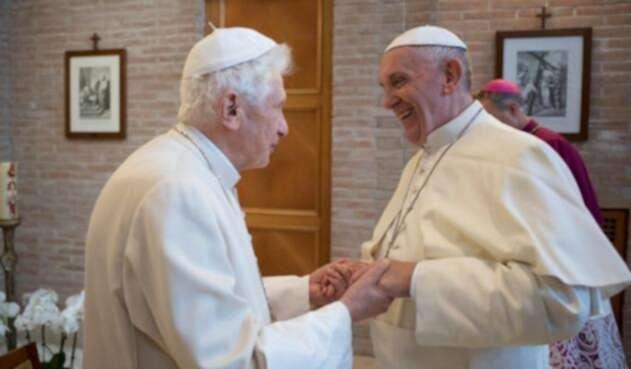 Papa-Francisco-y-Benedicto-XVI-LAFM-AFP.jpg