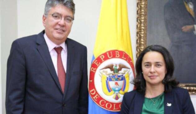 Paula-Acosta-LA-FM-Oficial.jpg