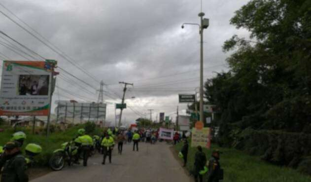 Protesta-Vía-Cota-@insurgery4luis.jpg