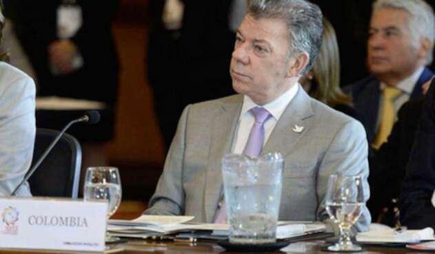 Santos-LA-FM-Presidencia-2.jpg