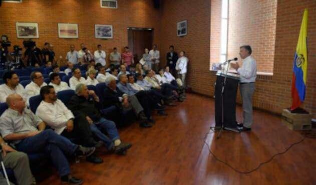 Santos-LA-FM-presidencia.jpg