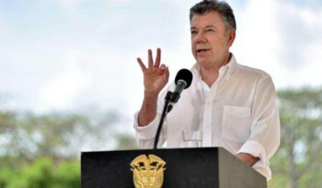 Santos-Presidencia-LA-FM5.jpg