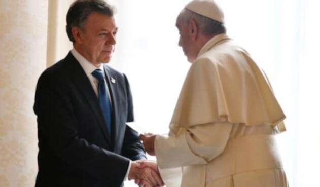 Santos-y-Papa-LAFM-AFP.jpg