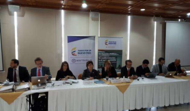 Servidores-Públicos-@DAFP_COLOMBIA-LAFM.jpg