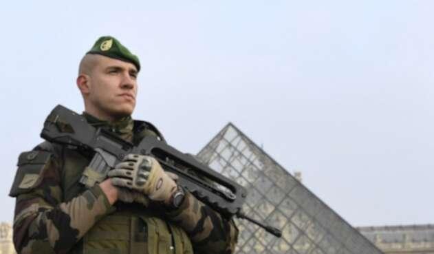 Soldado-Louvre-AFP.jpg