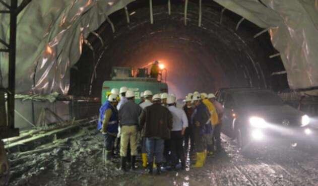 Tunel-de-la-línea-colprensa.jpg