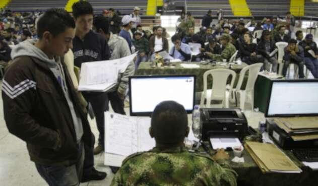 Remisos buscando normalizar su situación militar.