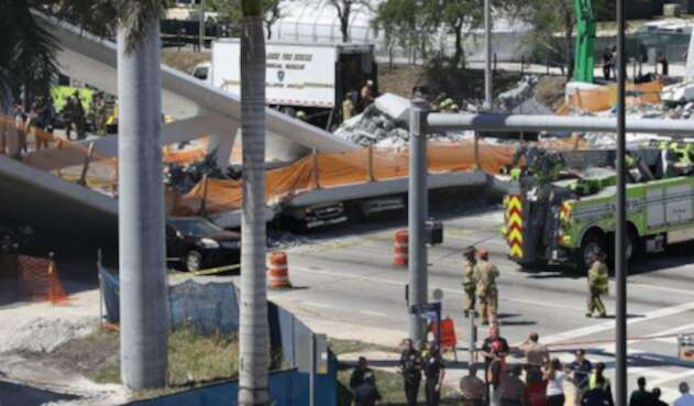 us-multiple-fatalities-reported-after-collapse-of-pedestrian-bri_17620802.jpg