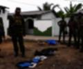 Soldados de Sri Lanka con explosivos incautados