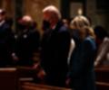 Joe Biden y su esposa Jill Biden en la catedral San Mateo