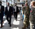 Antony Blinken con afganos evacuados