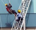 trabajadores en edificio